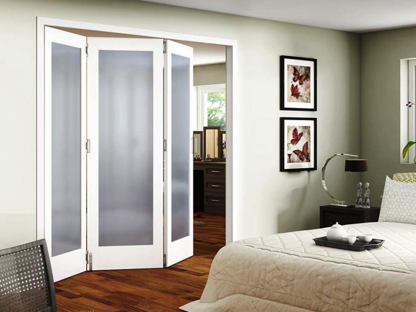 расположенный рядом раздвижные двери в спальню фото лучшего